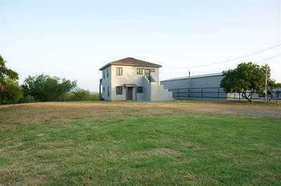 105 LAKESHORE ST, ZAPATA, TX 78076 - Photo 1