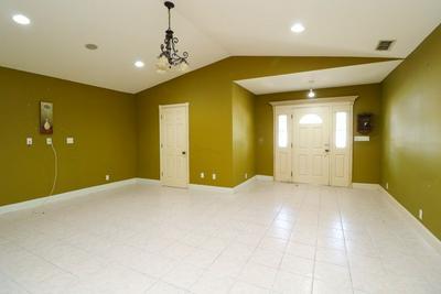 905 WILLOW ST, LAREDO, TX 78040 - Photo 2