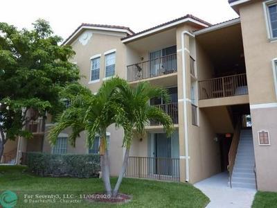 913 VILLA CIR, Boynton Beach, FL 33435 - Photo 2