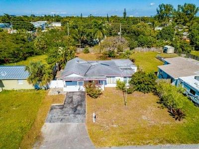 611 NW 39TH ST, OAKLAND PARK, FL 33309 - Photo 1