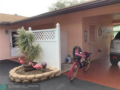322 FLAMINGO LN, Delray Beach, FL 33445 - Photo 2
