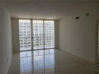 1750 N BAYSHORE DR APT 5205, Miami, FL 33132 - Photo 2