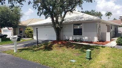 6050 SWINDEN LN, Davie, FL 33331 - Photo 2