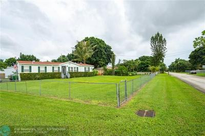 1460 SW 130TH AVE, Davie, FL 33325 - Photo 2