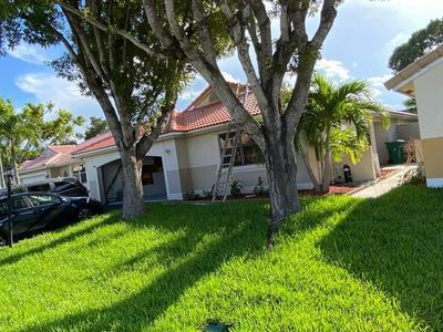 5911 BRISTOL LN, Davie, FL 33331 - Photo 2