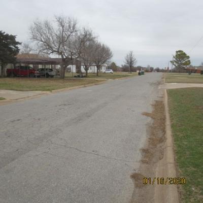 449 E IOWA ST, Walters, OK 73572 - Photo 2