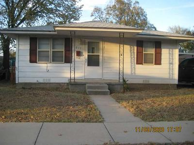 217 E VIRGINIA ST, Walters, OK 73572 - Photo 2