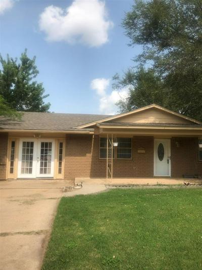 221 W KANSAS ST, Walters, OK 73572 - Photo 1