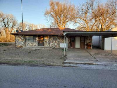502 N FORREST ST, Apache, OK 73006 - Photo 1