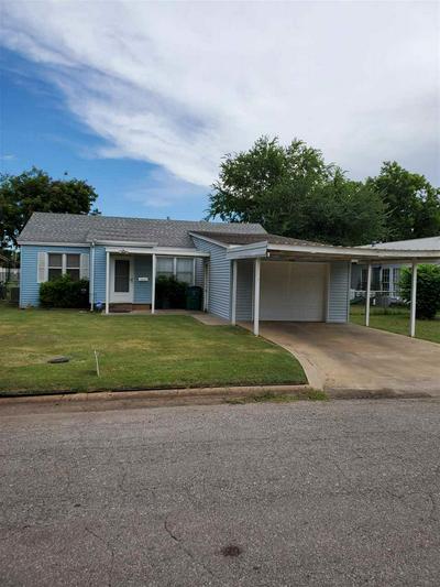 404 E OKLAHOMA ST, Walters, OK 73572 - Photo 1