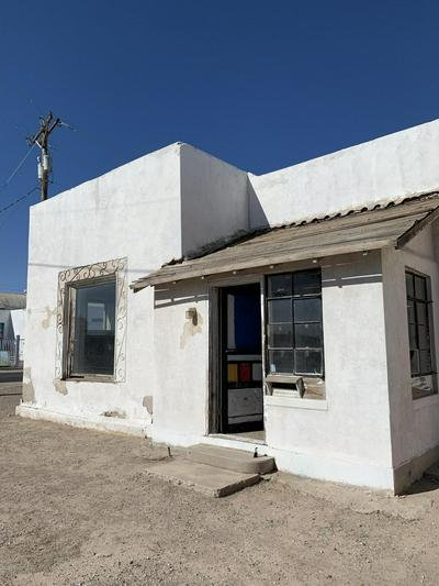 724 W COURT AVE, Las Cruces, NM 88005 - Photo 2