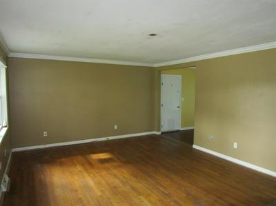 204 WAYNE CT, Winchester, KY 40391 - Photo 2