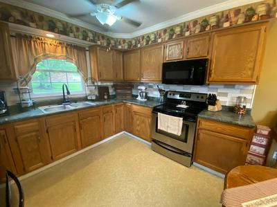 43 HILLCREST DR, Winchester, KY 40391 - Photo 2