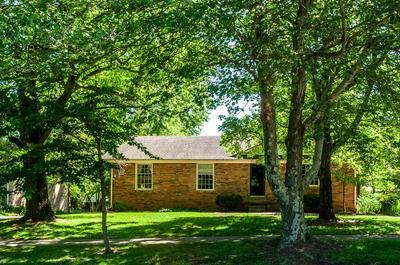 208 SOUTHPOINT DR, Lexington, KY 40515 - Photo 2