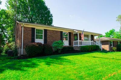 2132 WINTERBERRY DR, Lexington, KY 40504 - Photo 2