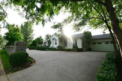 301 LAKESHORE DR, Lexington, KY 40502 - Photo 2