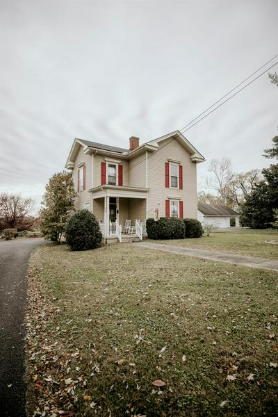 421 DANVILLE AVE, Stanford, KY 40484 - Photo 1