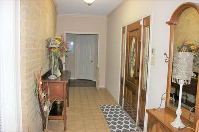 206 SPRING VALLEY RD, Henderson, TX 75652 - Photo 2