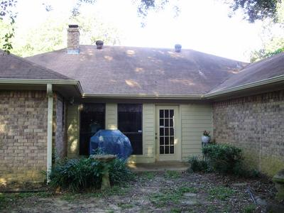 210 HICKORY ST, Gladewater, TX 75647 - Photo 2
