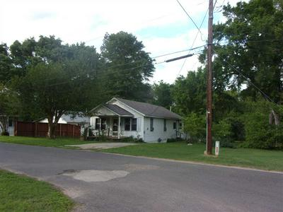 412 HOUSTON ST, Jefferson, TX 75657 - Photo 2
