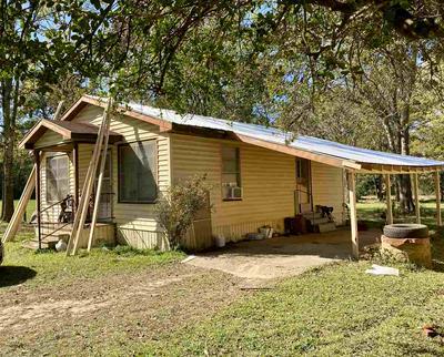 186 S CHALK ST, Joaquin, TX 75954 - Photo 1