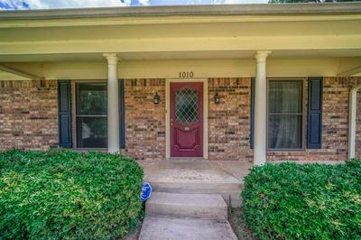 1010 SEMINOLE LN, Longview, TX 75605 - Photo 2