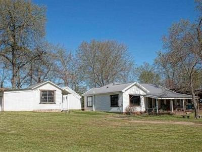 1031 SANDERS ST, Gladewater, TX 75647 - Photo 2