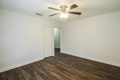 422 MELBA AVE, Gladewater, TX 75647 - Photo 2