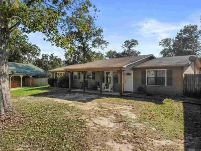 1628 W LAKE DR, Gladewater, TX 75647 - Photo 1