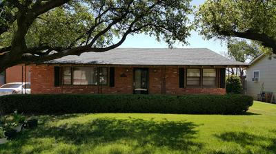 410 DALLAS ST, Plainview, TX 79072 - Photo 1