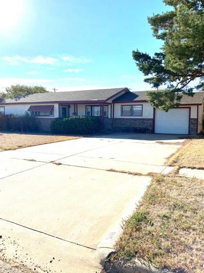 815 W GROVER ST, Floydada, TX 79235 - Photo 1