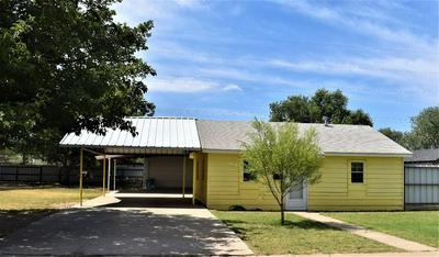 114 MAPLE ST, Levelland, TX 79336 - Photo 1