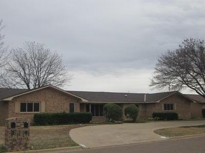 202 NAVASOTA DR, Plainview, TX 79072 - Photo 1