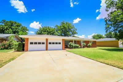 211 WILLOWWOOD LN, Levelland, TX 79336 - Photo 2