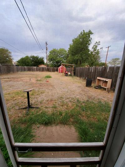 1305 UTICA ST, Plainview, TX 79072 - Photo 2