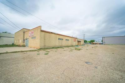 130 E LYNN ST, Slaton, TX 79364 - Photo 1