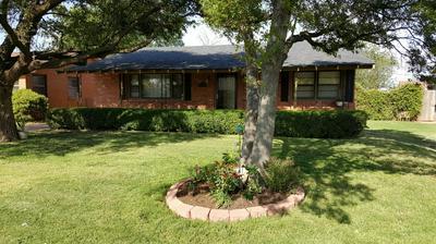 410 DALLAS ST, Plainview, TX 79072 - Photo 2
