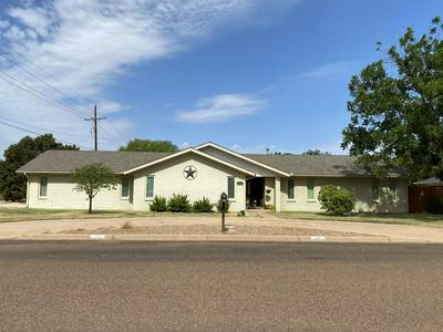 208 S HOLLIDAY ST, Plainview, TX 79072 - Photo 1