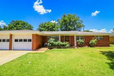 211 WILLOWWOOD LN, Levelland, TX 79336 - Photo 1