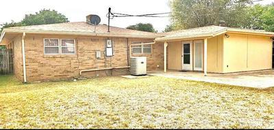 1718 W AVENUE F, Muleshoe, TX 79347 - Photo 2