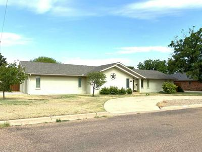 208 S HOLLIDAY ST, Plainview, TX 79072 - Photo 2