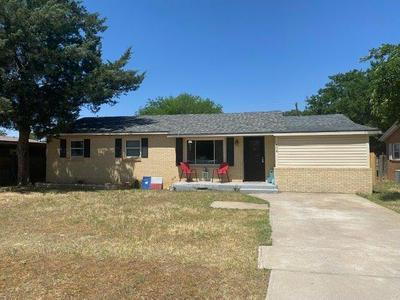 404 SW 12TH ST, Seminole, TX 79360 - Photo 1