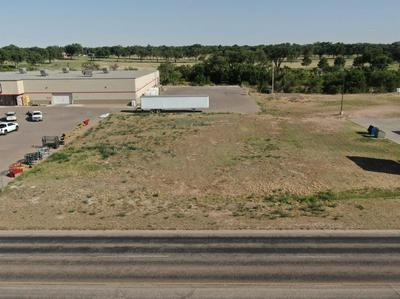 512 CLUBVIEW DR, Levelland, TX 79336 - Photo 1