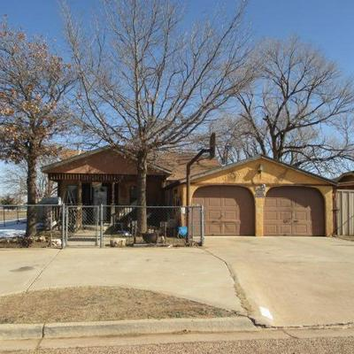 300 S 4TH ST, Slaton, TX 79364 - Photo 1