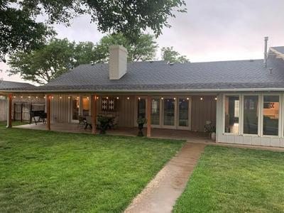 607 KIRCHWOOD ST, Plainview, TX 79072 - Photo 2