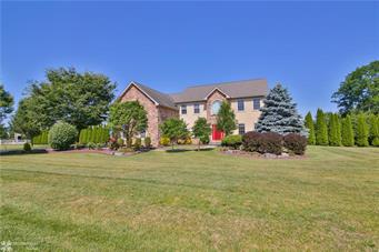 205 COUNTRYVIEW LN, Moore Twp, PA 18067 - Photo 1