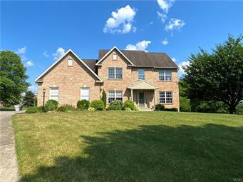4058 JEANETTE CIR, South Whitehall Twp, PA 18104 - Photo 2
