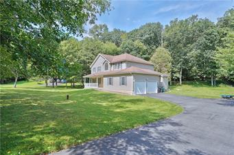 188 WOODS XING, Chestnuthill Twp, PA 18353 - Photo 2
