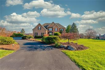 2889 APPLE VALLEY ESTATES DR, North Whitehall Twp, PA 18069 - Photo 2