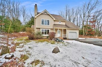 225 MAJESTIC DR, Chestnuthill Twp, PA 18353 - Photo 2